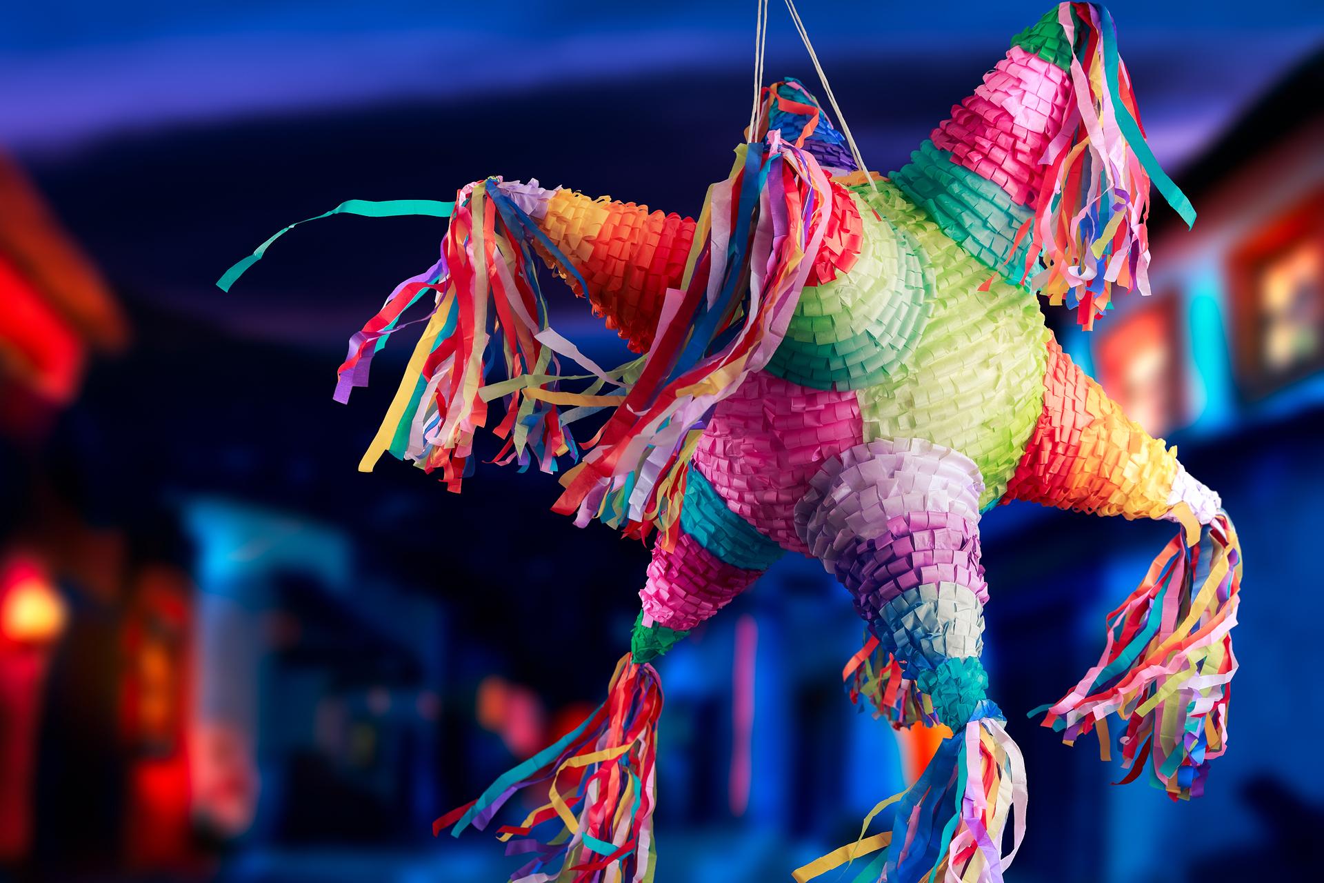 Slå hull på piñataen!